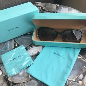 NWT 💯% Authentic Tiffany 4105 sunglasses
